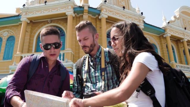 group of tourist friends traveling in bangkok thailand on summer holidays - турист с рюкзаком стоковые видео и кадры b-roll