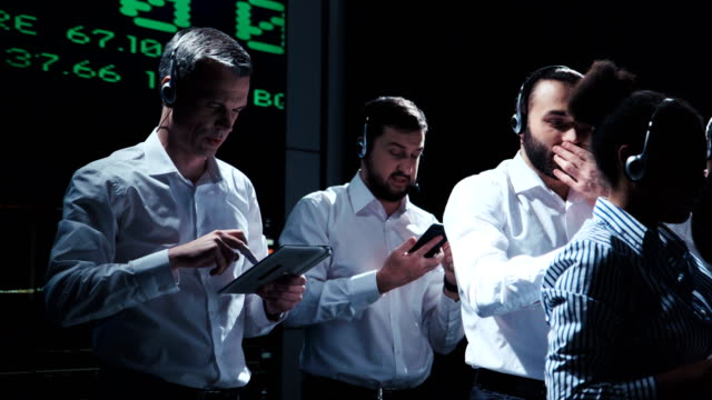 group of traders in process of work - professione finanziaria video stock e b–roll