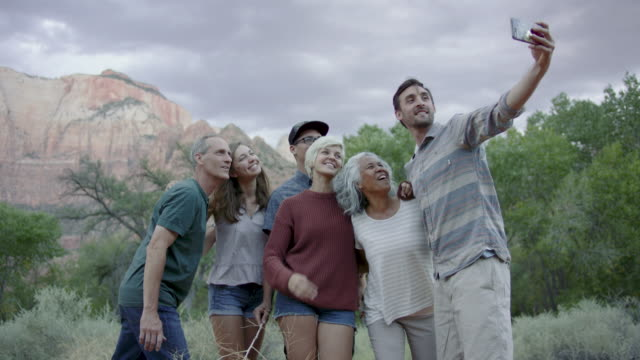 4K UHD: Group Selfie video