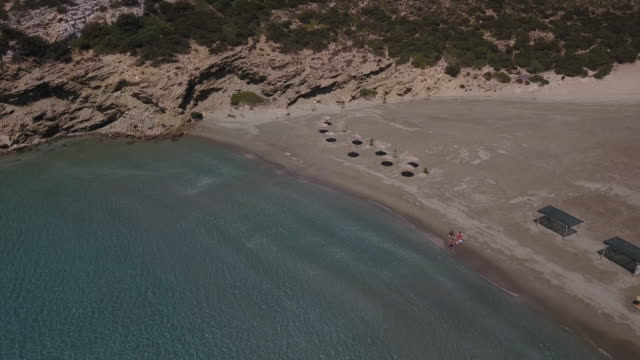 group sunbathes on remote beach in greece - 40 49 lat filmów i materiałów b-roll