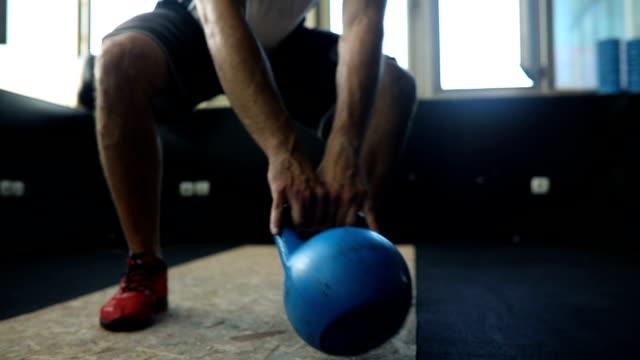 group training in gym - giria filmów i materiałów b-roll