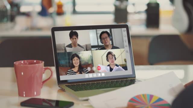 グループビデオ会議とチームとのオンライン会議, 自宅で作業 - テレビ会議 日本人点の映像素材/bロール