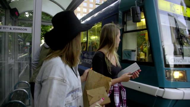 grupper väntar på tåget - billboard train station bildbanksvideor och videomaterial från bakom kulisserna