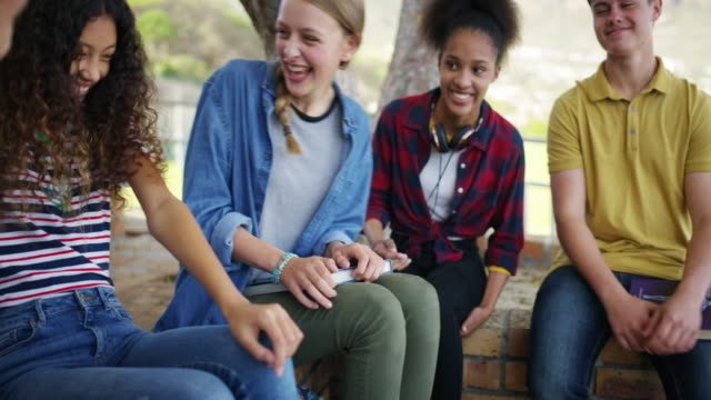 vídeos de stock, filmes e b-roll de crescimento de uma educação e vida social - adolescência