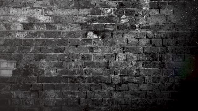vídeos de stock, filmes e b-roll de grunge black and white brick wall brackground. 4k stock video - wall texture