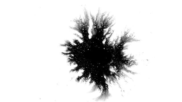 grunge-tinktropfen breitet sich auf der oberfläche aus - schmutzfleck stock-videos und b-roll-filmmaterial