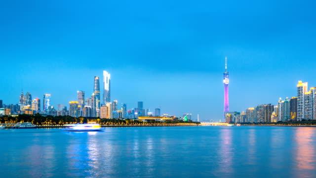 広州のランドマーク的な建物と、夜に日から都市のスカイライン lapese/広州、中国の時間します。 - 中国 広州市点の映像素材/bロール