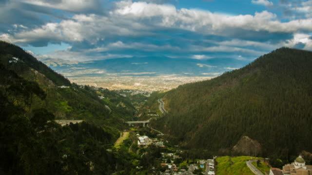 guapulo valley en quito ecuador tiemlapse cumbaya - vídeo