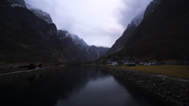 vídeos de stock e filmes b-roll de gudvangen river - transatlântico