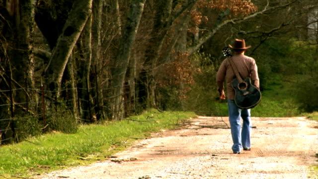 gitara człowiek - kowbojka praca związana z ziemią filmów i materiałów b-roll