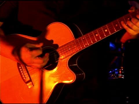 гитара игрок - рука человека стоковые видео и кадры b-roll