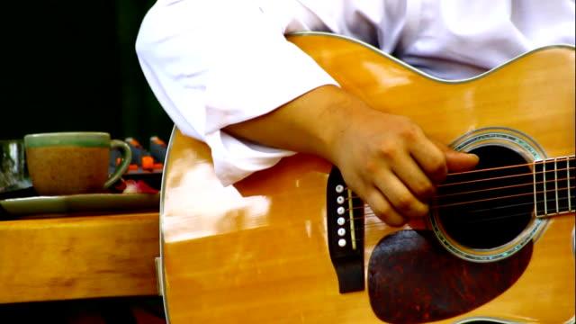 guitarist - akustisk gitarr bildbanksvideor och videomaterial från bakom kulisserna