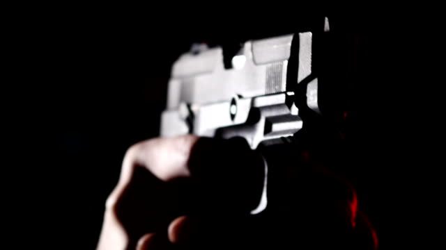 stockvideo's en b-roll-footage met gun vat close-up scheuten - gun shooting