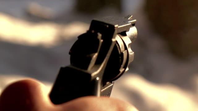пистолет стрельба, замедленная съемка - огнестрельное оружие стоковые видео и кадры b-roll