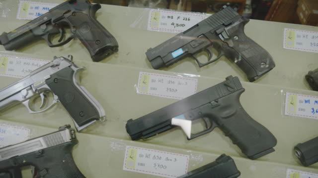 vidéos et rushes de gun shop et/ou bb gun shop. - armement