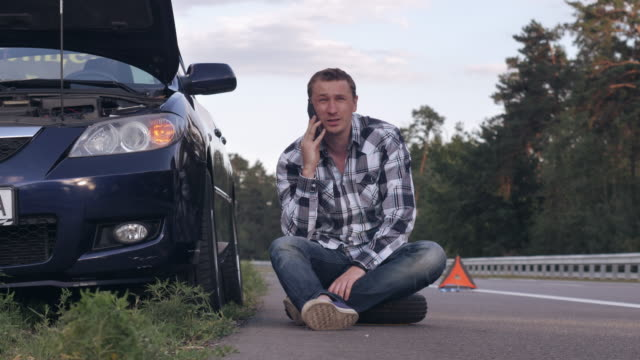 Guy calls for help after car incident video