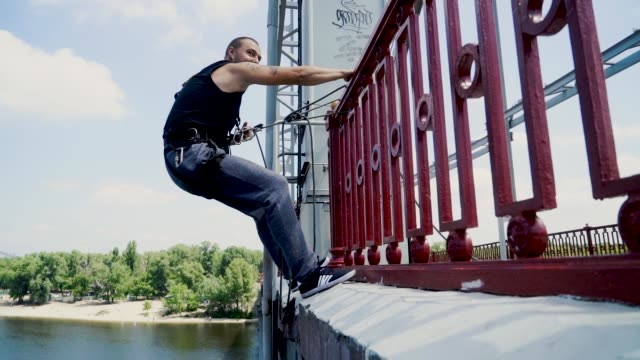 guy on the bridge with the insurance - bungee jumping video stock e b–roll