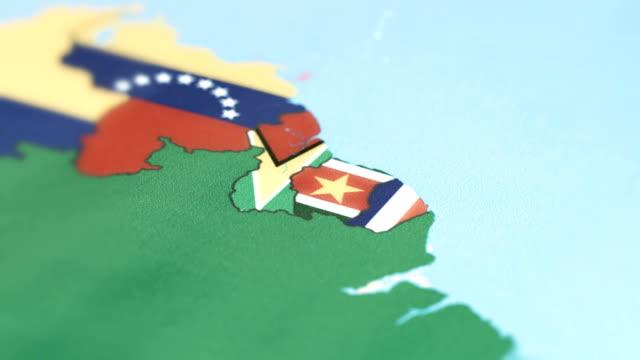 vídeos de stock, filmes e b-roll de guiana, suriname, guiana francesa com a bandeira nacional no mapa do mundo - sul europeu