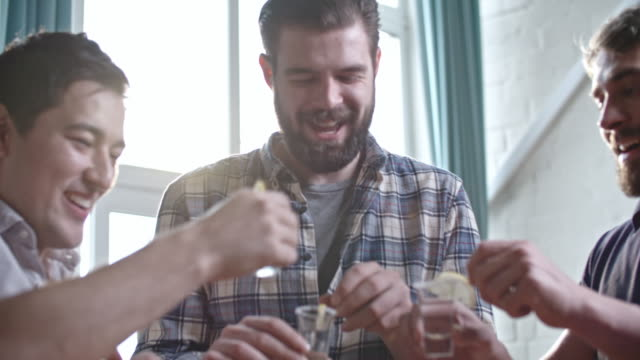 guys taking shots of vodka at party - gusto aspro video stock e b–roll