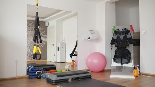 사람 없이 체육관 - 운동장비 스톡 비디오 및 b-롤 화면