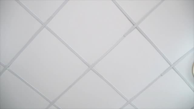 gypsum soffitto bordo - soffitto video stock e b–roll