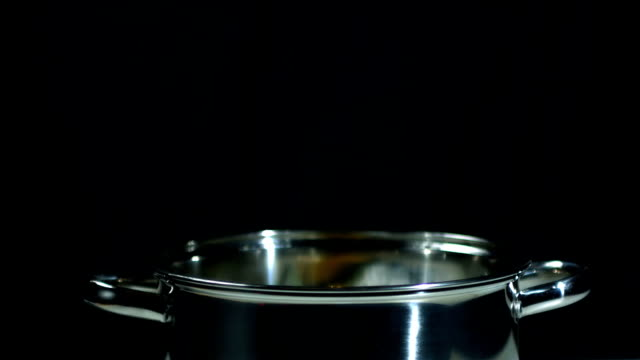 "restaurant ""habanero"" chili fallen in topf - chilli stock-videos und b-roll-filmmaterial"