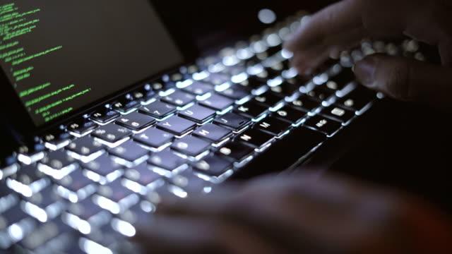 hacker och tangentbord - realtid bildbanksvideor och videomaterial från bakom kulisserna