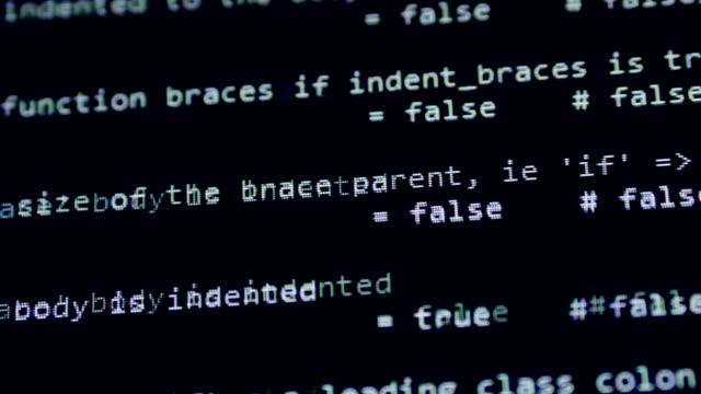 hacker-angriff auf dem bildschirm erkannt. computer-bildschirm mit hacken programm-code. - wachsamkeit stock-videos und b-roll-filmmaterial