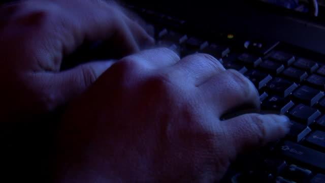 hacker manos - vídeo