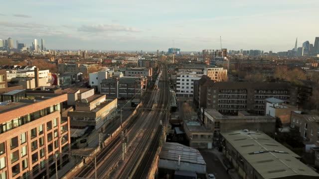 widok z lotu ptaka hackney - osiedle mieszkaniowe filmów i materiałów b-roll
