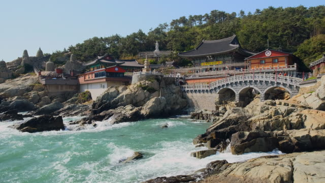 vídeos de stock e filmes b-roll de haedong yonggungsa temple, south korea - coreia do sul