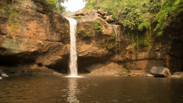 vidéos et rushes de haew suwat cascade - randonnée équestre