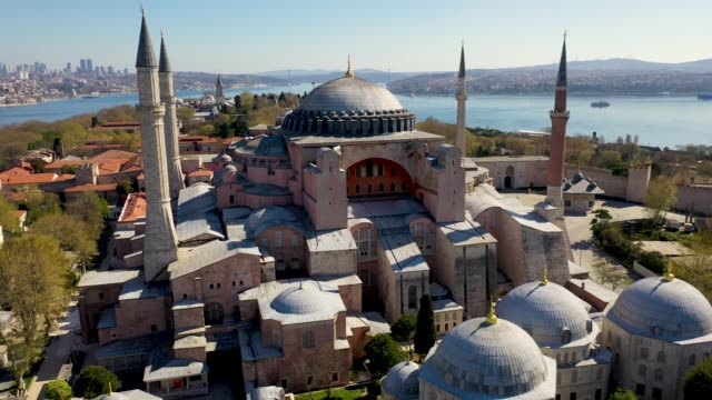 アヤソフィアアークは、covid-19パンデミック門限でイスタンブールからドローンでカメラの動きを残しました - 人の居住地点の映像素材/bロール