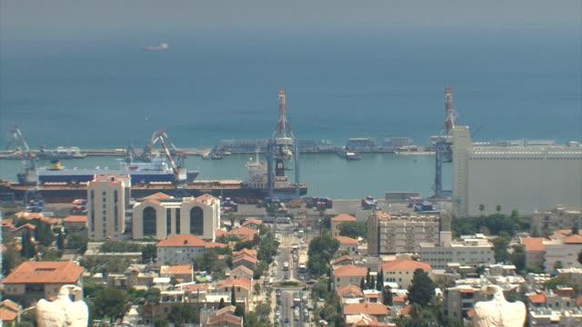 Haifa Bahaim Temple Garden Zoom out from Bay. video