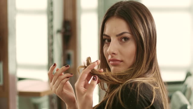 włosy piękno - brązowe włosy filmów i materiałów b-roll