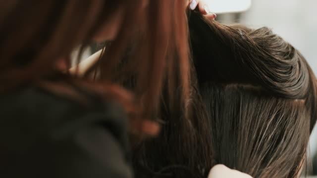 stockvideo's en b-roll-footage met haarverzorging in de mode studio. mooie jonge vrouw. - zwart haar