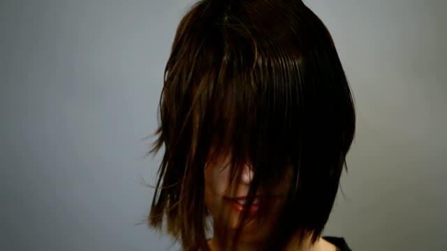 髪を乾かすビデオ hd - 美容室のビデオ点の映像素材/bロール