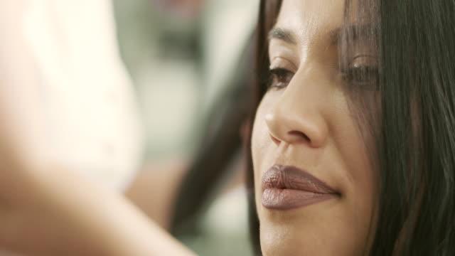 髪を乾かす  - 美容室のビデオ点の映像素材/bロール