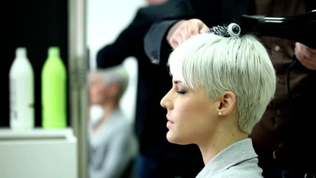 ヘアサロン - 髪型点の映像素材/bロール