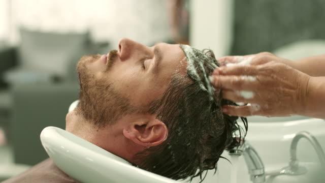 vidéos et rushes de cheveux lavé - soins capillaires