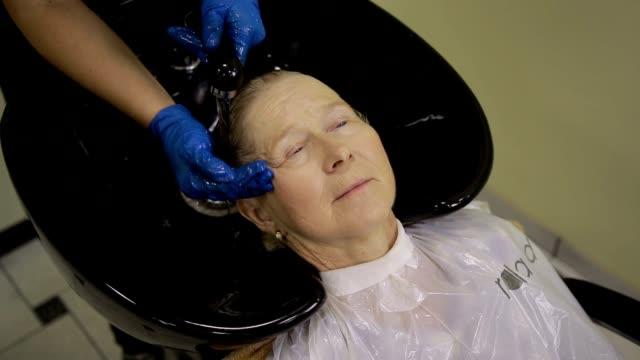 Friseur, Haarwäsche, Kundin – Video