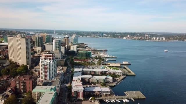 ハリファックス、カナダ。建物と地域の主要な川と都市のエリアルビュー。 - 大西洋点の映像素材/bロール