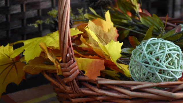 vídeos de stock e filmes b-roll de halloween and thanksgiving decorations in a home with fall colors, pumpkin, vegetables and a basket of decorations with a thankful sign in a residential entrance way. - setembro