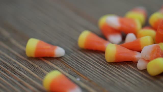 halloween-süßigkeiten - 4k - halloween stock-videos und b-roll-filmmaterial