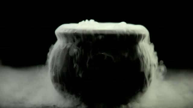 hd-halloween kochkessel - halloween stock-videos und b-roll-filmmaterial