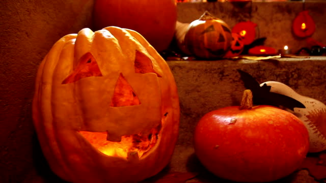 stockvideo's en b-roll-footage met halloween pompoen hoofd hefboom lantaarn - ornaat