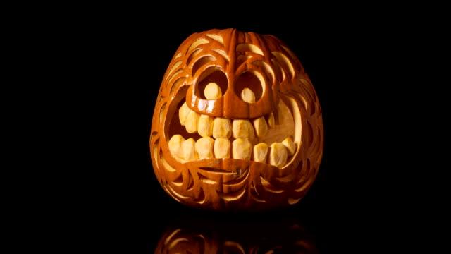 halloween kürbis rots zeitraffer - verfault stock-videos und b-roll-filmmaterial
