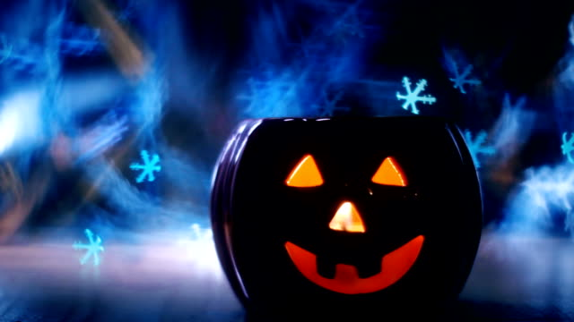 halloween pumpkins bokeh ışıklar - pumpkin stok videoları ve detay görüntü çekimi