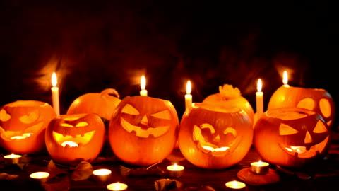 primo piano zucche di halloween - decorazione festiva video stock e b–roll