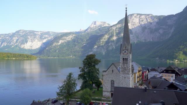 hallstatt by på hallstatter sjö i österrike - videor med salzburg bildbanksvideor och videomaterial från bakom kulisserna